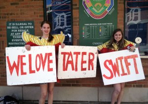 Tater Fries, @allisonepshteyn & @iamkaitlynmarie (Photo: Sami.)